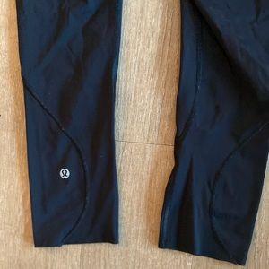 Lululemon Size 4 Black crop leggings